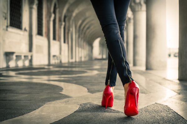 Червени обурвки за жени